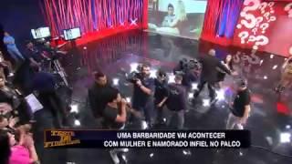 Teste de Fidelidade: Infiel chega ao palco e quase agride Lorena Bueri