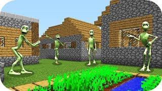 НУБ И ПРО НАШЛИ ДЕРЕВНЮ ЗЕЛЕНЫХ ЧЕЛОВЕЧКОВ В Майнкрафт Нубик танцует minecraft троллинг нуба Мод