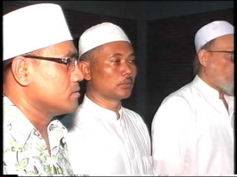HABIB LUTHFI BERSAMA RHOMA IRAMA MENYANYIKAN INDONESIA RAYA