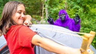 Me Encanta Acampar! Encuentro con el Gorila Morado | Divertida Canción Para Niños