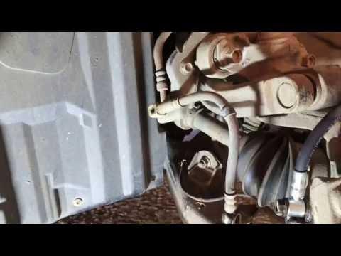 Меняем передний тормозной шланг на Ниссан примьера 2004 год Nissan Primera