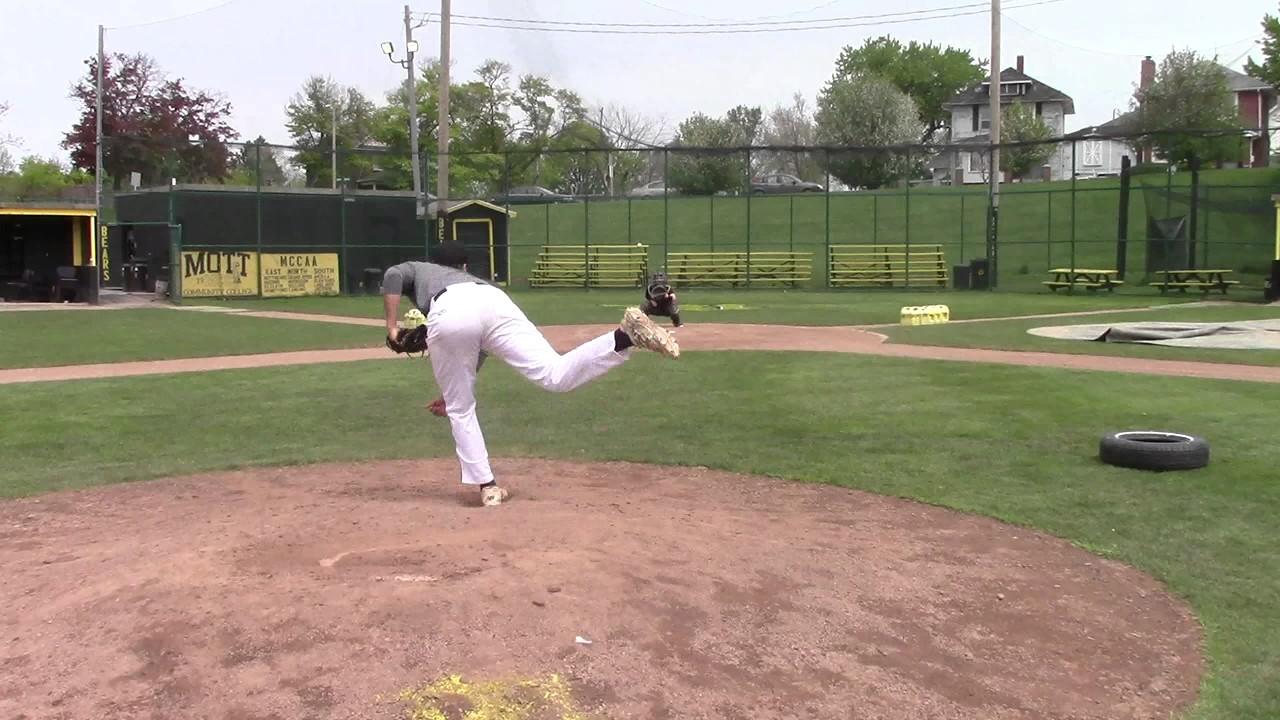 Mott Bears Freshman RHP Evan Gates Throwing Session - YouTube