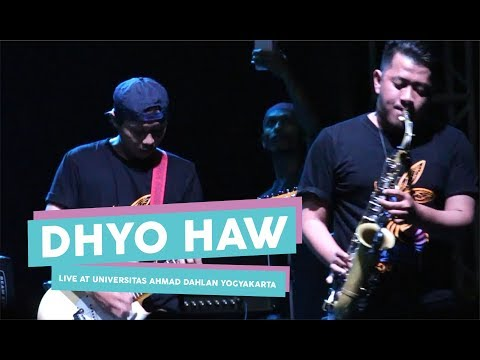 [HD] Dhyo Haw - Cantik Tapi Tak Menarik  (Live at Universitas Ahmad Dahlan Yogyakarta)