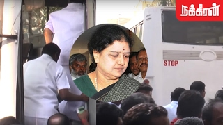 AIADMK MLAs shunted in buses by Sasikala