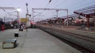 BRC HOG WAP-7 30484 with 12010 Ahmedabad Mumbai Central Shatabdi Destroying Rajdhani Halt at MPS!!