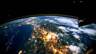 جولة حول الأرض في الليل من الفضاء الخارجي