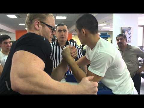 Казахский Армлестлер 80-го уровня) 120 кг против 70 кг Алижан Муратов
