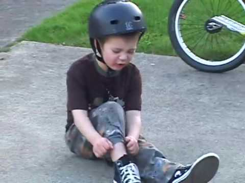 Kid falls off bike and swears - YouTube