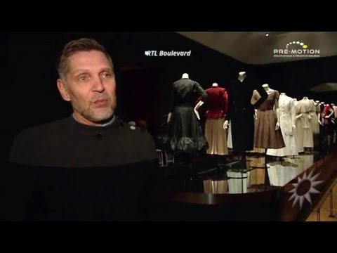Moving Catwalk in Rijksmuseum Amsterdam - Fashion Exhibition
