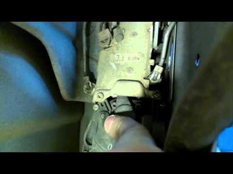 Ремонт замка водительской двери Mazda Familia 323 Protege BJ ч.1