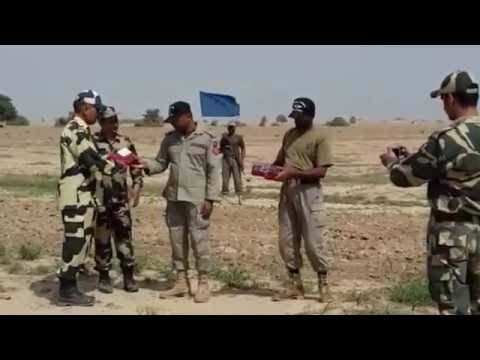 Independence day: BSF offering sweets to Pak Rangers at Rajasthan border