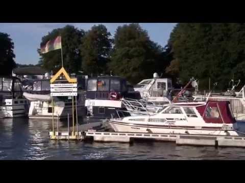 Fürstenberg - Berlin  - Fürstenberg auf einem Hausboot