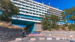 В Днепре перекрыли проезд под аркой гостиницы «Рассвет»: что там происходит