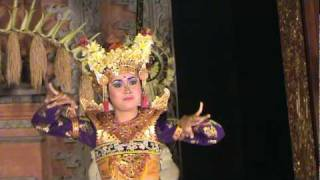 Legon dance in Ubud palace