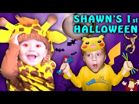 SHAWNS FIRST HALLOWEEN! Family Costume Vlog 2016
