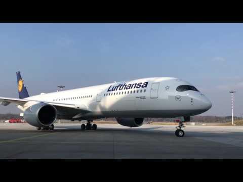 Lufthansa A350-900XWB Roll-In @Lufthansa Technik Hamburg