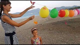 Kafada içi dolu balon patlatmaca , eğlenceli çocuk videosu.