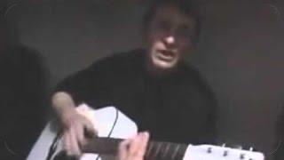 Чеченцы в тюрьмеЗэк круто поет под гитару тюремную песню. .  Зона.