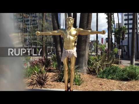 USA: Christ-like Kanye sculpture appears on Hollwood Boulevard