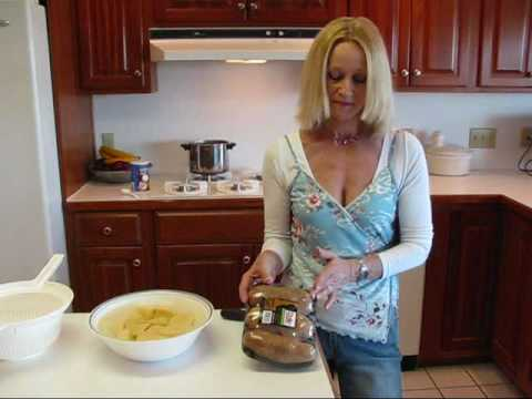 Selecting the Perfect Thanksgiving Turkey - Martha Stewart from YouTube · Duration:  6 minutes 19 seconds  · 61.000+ views · uploaded on 3-11-2014 · uploaded by Martha Stewart