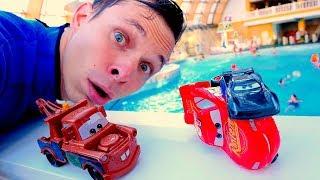 Игры гонки в Аквапарке - Маквин vs Шторм! - Тачки машинки.