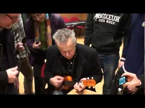 "Tommy Emmanuel playing an ukulele! - ""I'll See You In My Dreams"" - Backstage - Florence"