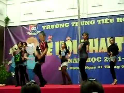 Bad girl good girl - Hà Phạm Anh Thư and friends (Khai giảng Việt Anh School 1/9/2011).flv