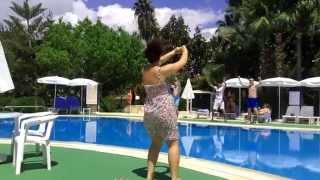 Maritim Hotel Club Alantur: Dances at the pool (Отель Maritim Hotel Club Alantur: Танцы у бассейна)(Веселые танцы в отеле Maritim Hotel Club Alantur 5 http://www.alantur.com.tr/ *****Разверните, там вся информация где меня еще можно..., 2014-05-12T13:11:14.000Z)