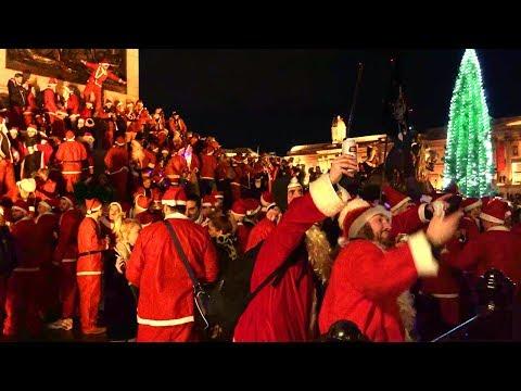 Santas Invade Trafalgar Square (Santacon 2017) - Walking in London