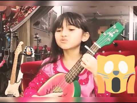 Bikin Gemess..  Anak Kecil Nyanyi Lagu Despacito (Cover Akustik)