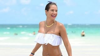 Download Video Jennifer Nicole Lee continues to show off her weight loss in frilly bandeau top and sexy bikini bott MP3 3GP MP4