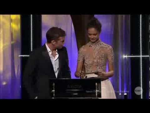 Sam Worthington Accidental Stage Fall & Comic Recovery at AACTA Awards 2014 Australian Tv HD