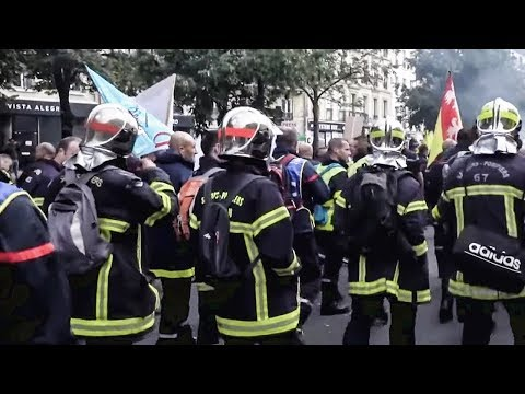 Striking Firefighters PUSH BACK Police During Paris Protests