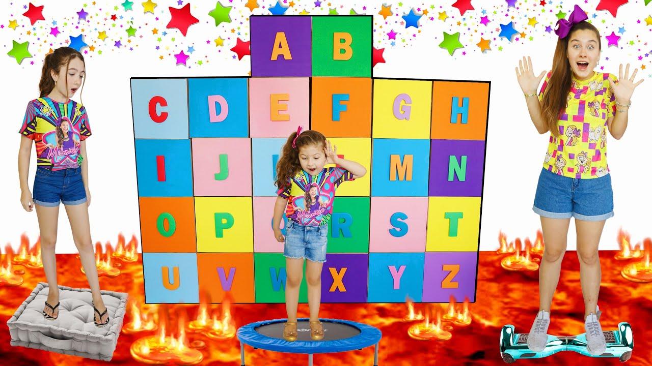 ABC APRENDENDO O ALFABETO COM A MILENINHA E AS CAIXAS MÁGICAS   Kids Pretend Play ABC Learn Alphabet