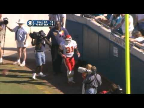 Priest Holmes - 28 YD TD Catch & Run - Gonzales Great Blocks
