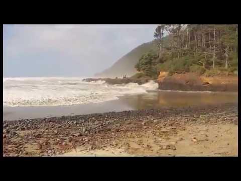Sneaker wave on Oregon coast, October 11, 2014