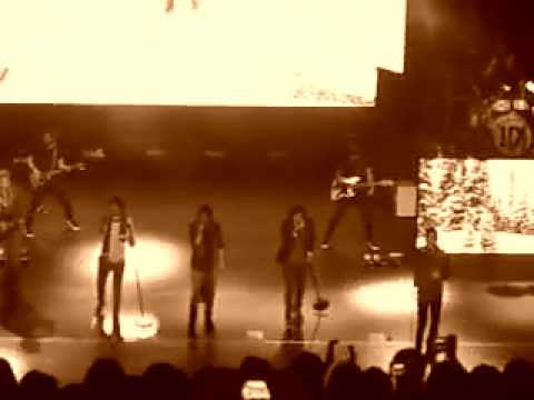 One Direction | Manchester - Cover of Use Somebody (23.12.11 night show)