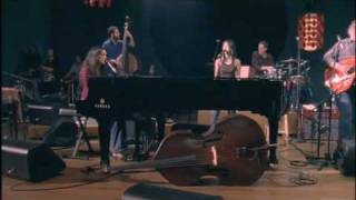 Norah Jones - The Prettiest Thing (HQ)