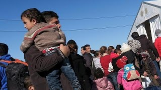 More problems at FYROM-Greek border slows refugees' journey north