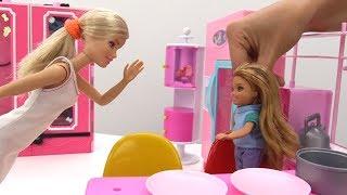 Видео для девочек. Барби стала школьницей - Мамы и дочки