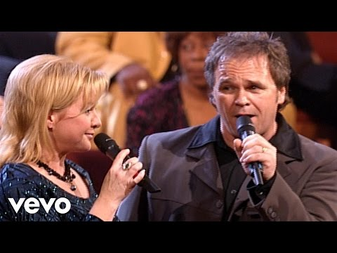 Jeff & Sheri Easter - Keep Walkin' On [Live]