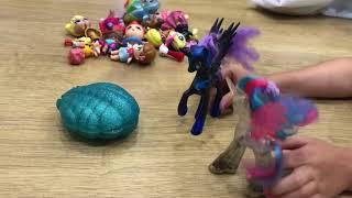 Похід в торговий центр. Селестія випрошує іграшки у Місяця.