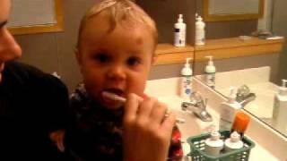 How to brush baby teeth