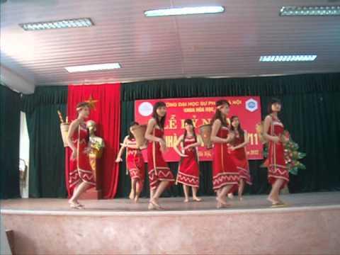 Lớp K60B Hóa_20/11/2012 part 5 ver 2-múa Chiều lên Bản Thương