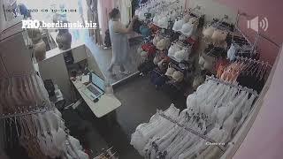 В Бердянске женщина украла мобильный телефон в магазине «Шелковое Сердце», на рынке по ул. Северной