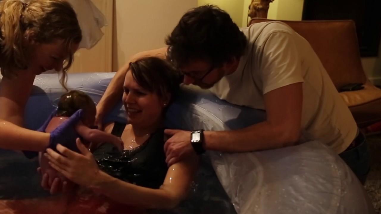 Een prachtige badbevalling | NIEUW LEVEN Geboortefotografie