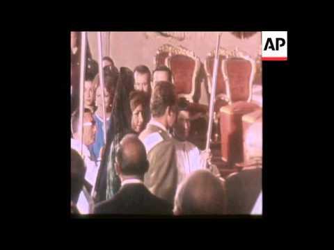 SYND 27 11 75 KING JUAN CARLOS OF SPAIN CROWNED IN MADRID