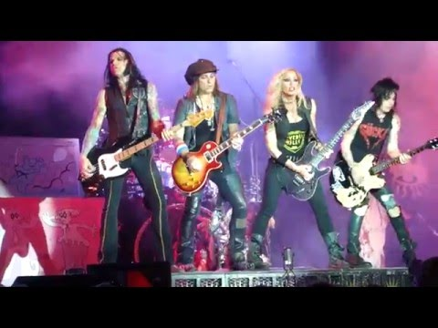 10  Halo Of Flies  ALICE COOPER LIVE 5-20-2016 PITTSBURGH STAGE AE