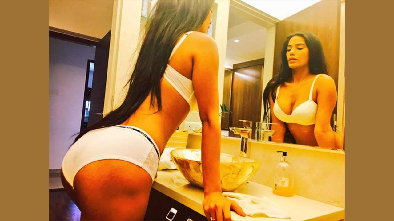 Hot bathroom pictures - Poonam Pandey Share Hot Bathroom Pics Know Her Most Difficult Job
