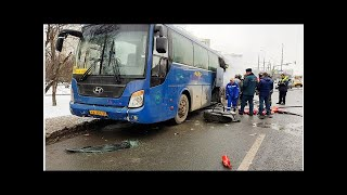 Смотреть видео Под Москвой автобус с детьми попал в жуткое ДТП онлайн
